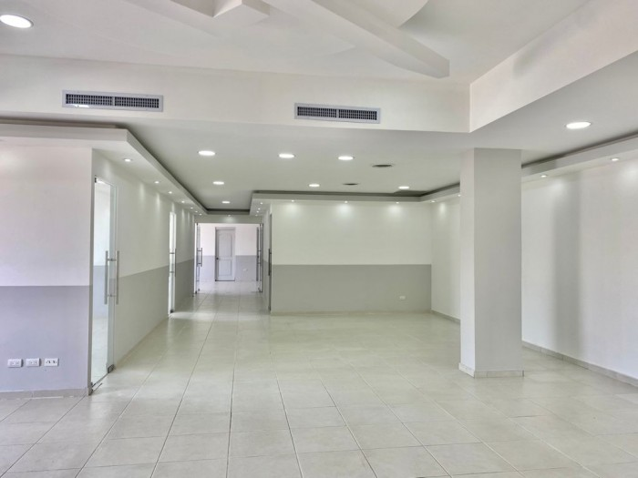 alquilo Local para Oficina en Evaristo Morales