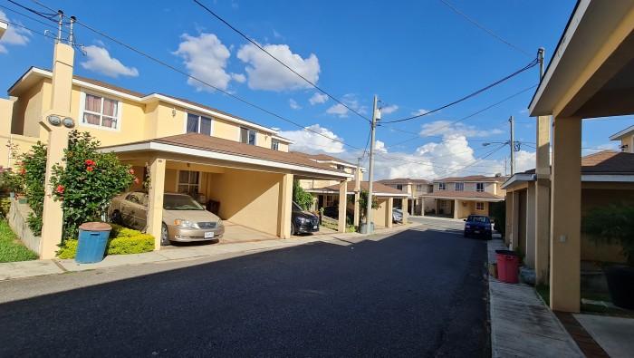Rento Casa de 4 habitaciones en San Cristóbal