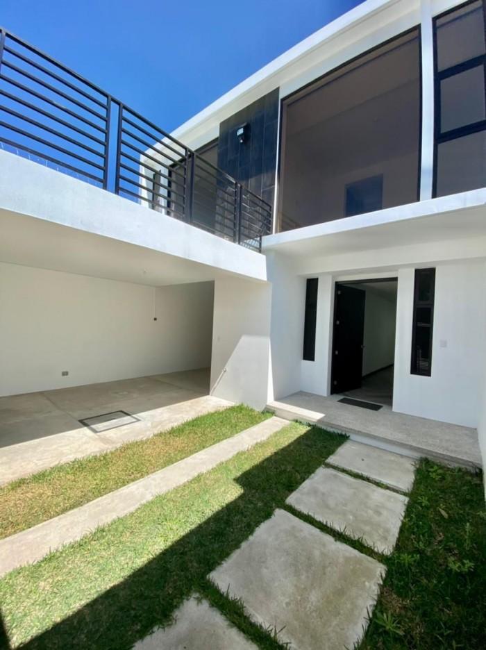 Vendo hermosa casa para estrenar en zona 15 VH I