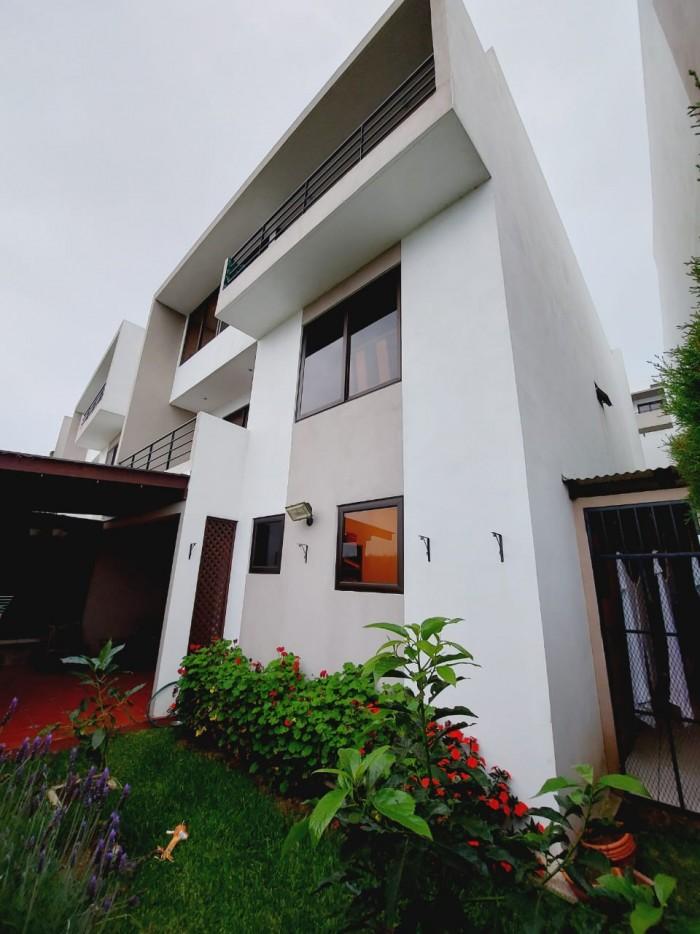 Casa en Venta en condominio de Muxbal Guatemala