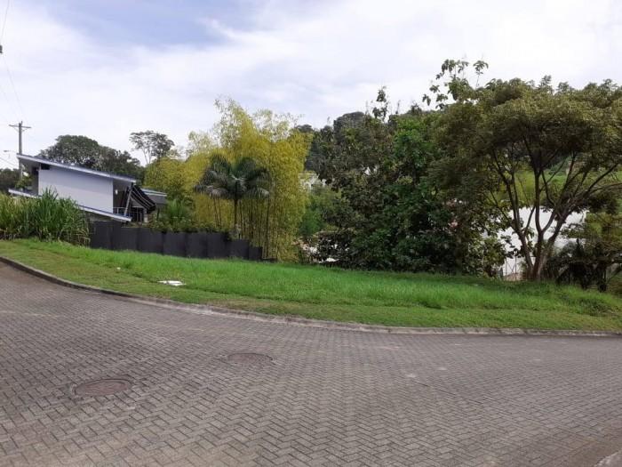 Lote esquinero en venta en Villa Leona Puntarenas 487m2