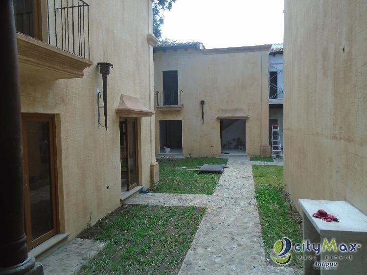 Casa en Renta dentro Residencial en Ciudad Vieja! -