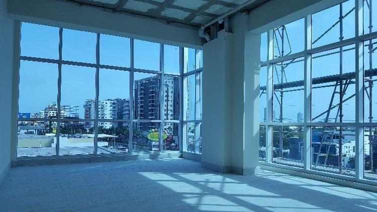 Alquiler Local Oficina con Vista a Avenida en El Millón