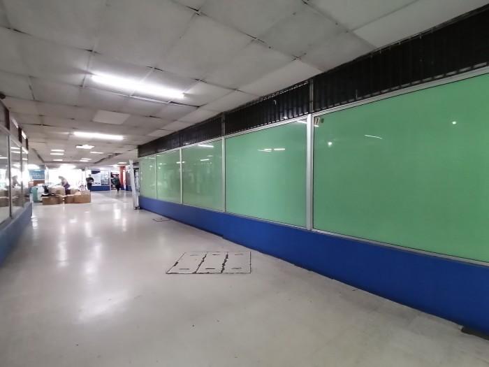 Alquilo local en Centro Comercial ubicado en zona 5