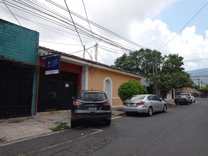 Alquilo casa comercial en el Centro Santa tecla