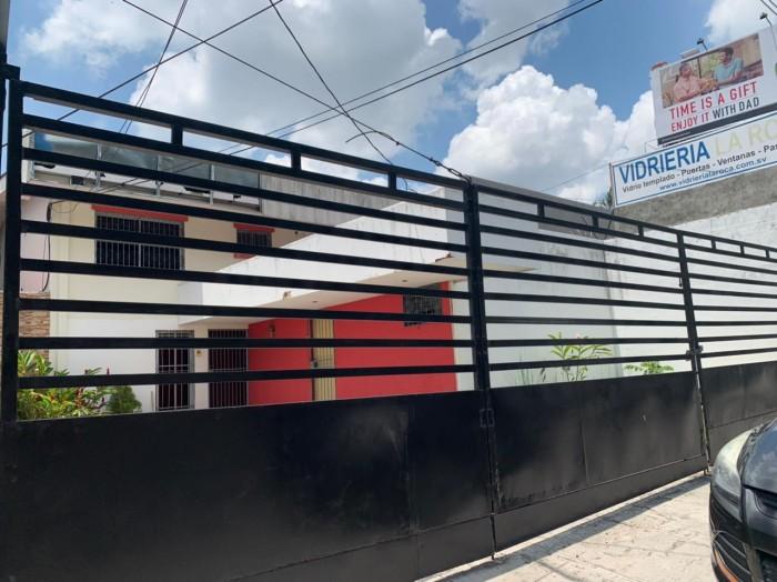 Alquilo propiedad comercial San Benito calle principal