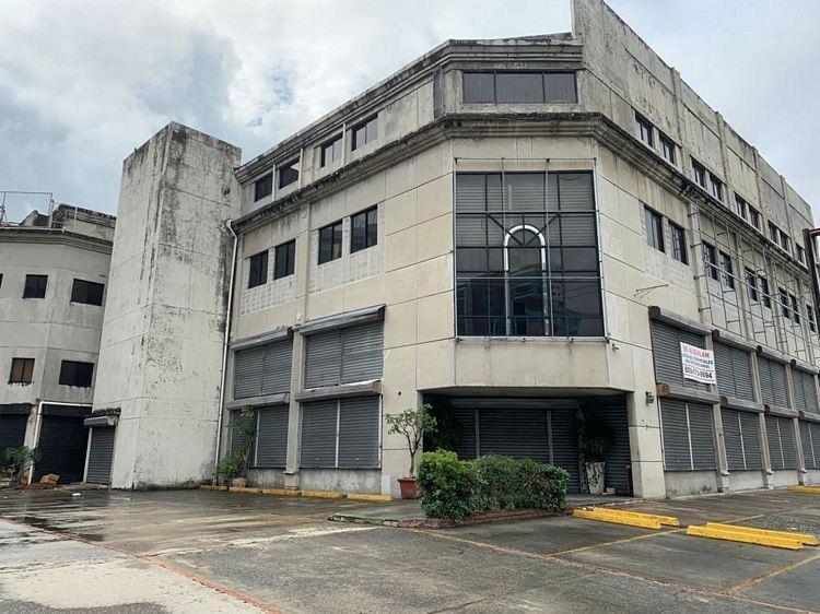 SE ALQUILA EDIFICIO COMERCIAL
