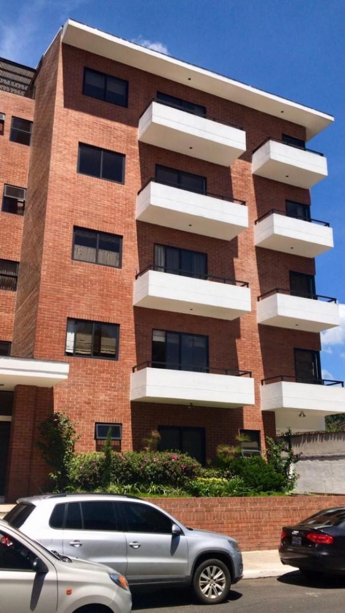 Amplio apartamento en zona 10 Col. Oakland torre 2