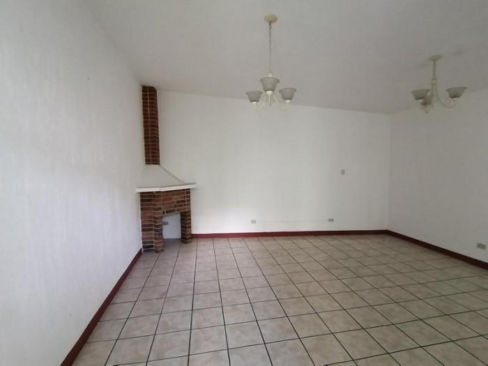 Casa en Venta de 1 Nivel en Colonia Mariscal Zona 11