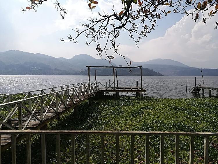 Chalet en Venta en Amatitlan a la orilla del Lago.