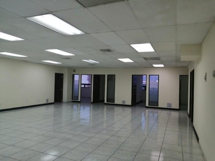Rento oficina en edificio Frente al Salvador del Mundo