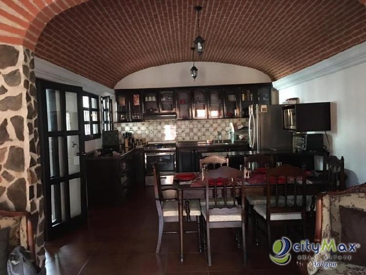 Casa En Renta dentro de residencial en Jocotenango Sac!
