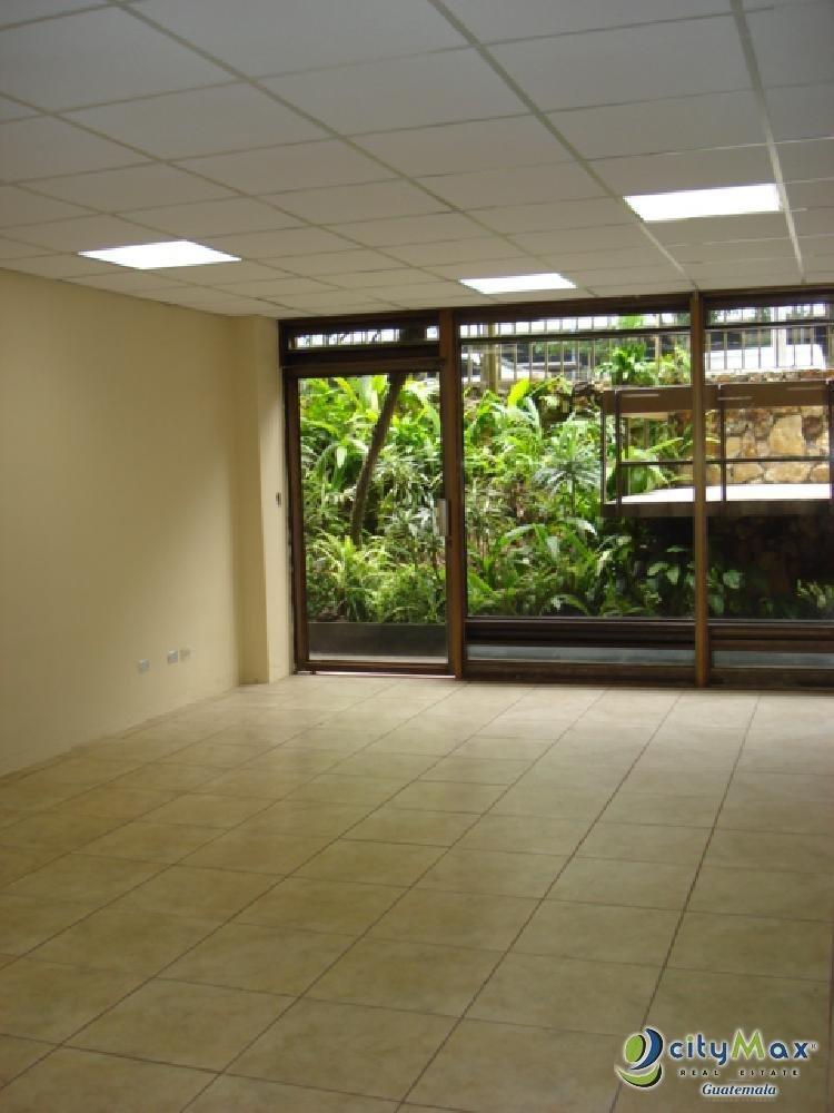 En RENTA Local Comercial en Zona 9 con 75 m2