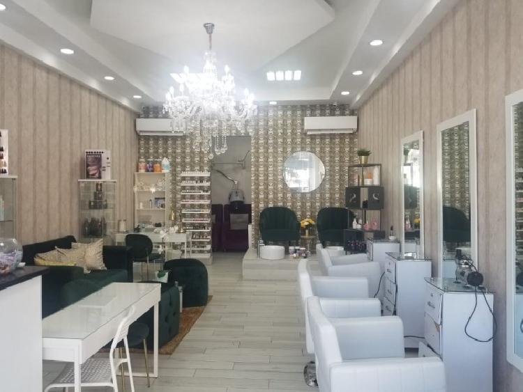 Lujoso Salón de Belleza en venta en la Ave. Venezuela