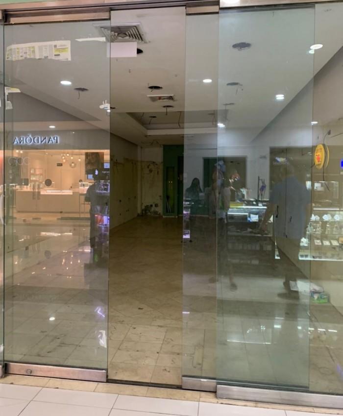 Local en Renta en Plaza Comercial.