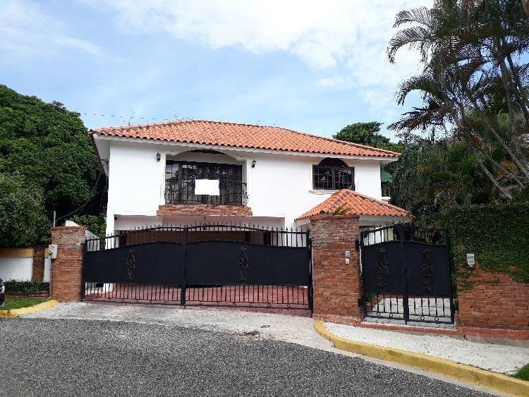 Casa en Venta dos niveles en Altos de Arroyo Hondo III