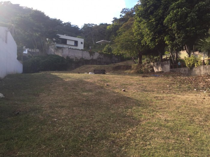 Terreno PLANO en venta Condado Santa elena
