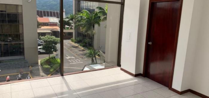 Se alquila elegante oficina en Sabana Sur