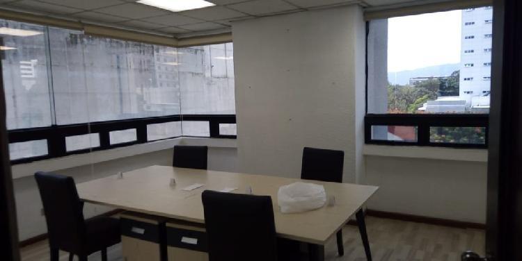 Oficina en renta de 4 ambientes en zona 10