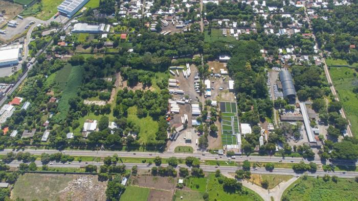 Terreno comercial a 2 km El Encuentro Lourdes 1.08 Mz