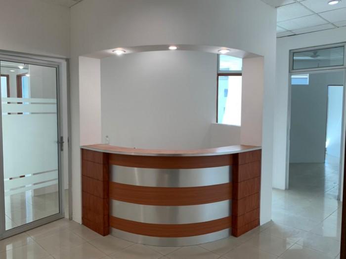 Oficina o clínica en renta en zona 10 Edificio Sixtino