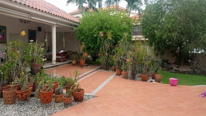 Hermosa casa con patio y Jardin en  Arroyo Hondo III