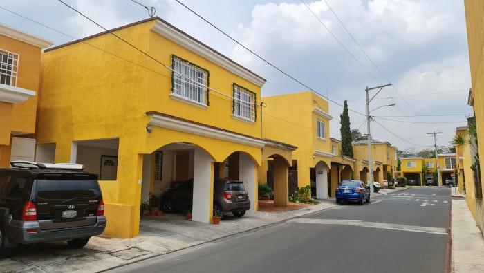 Vendo Casa de 2 Niveles mas Sótano en San Ángel Z2