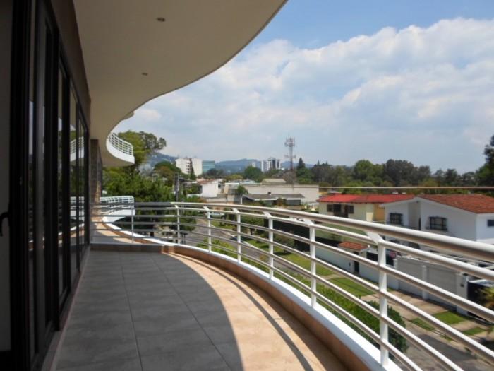 Alquilo apartamento en edificio VH zona 15