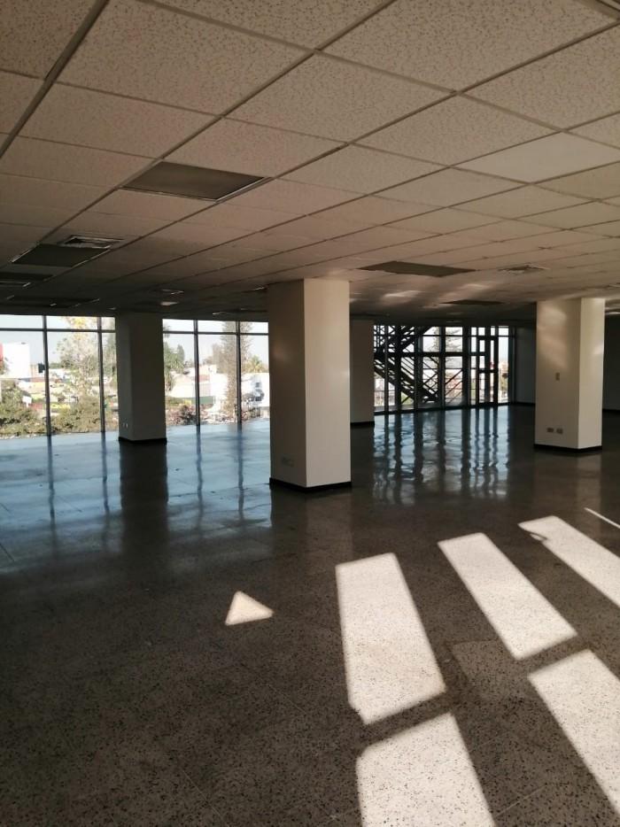 ALQUILO 460 M2 en Edificio frente a Salvador del Mundo