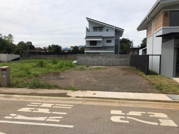 Se vende lote en condominio LIV en San Rafael Alajuela