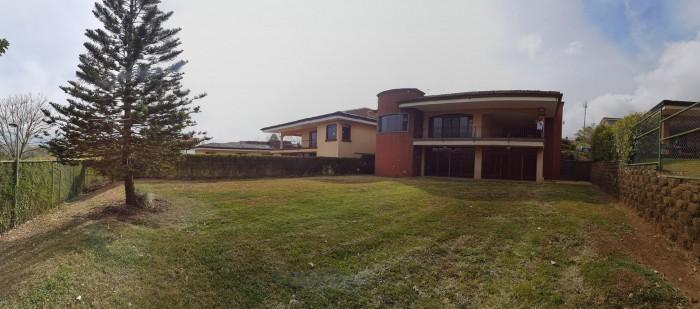 Se vende hermosa y amplia casa en San Isidro Heredia