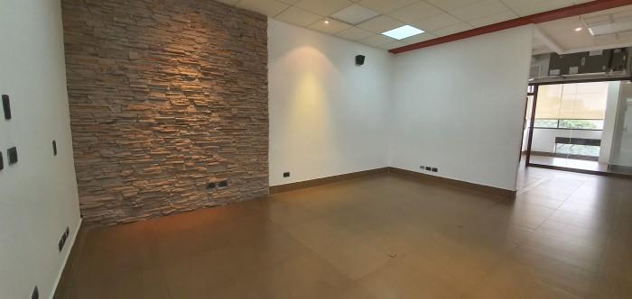 Amplia oficina en renta en zona 10, Diagonal 6