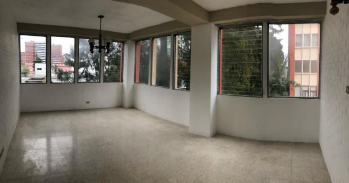 Apartamento en Renta en Zona 10 de 3 habitaciones
